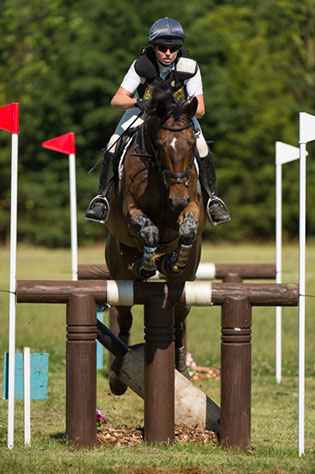 Jeanette Brakewell  riding Kec Salza